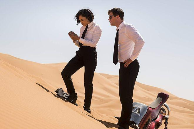 Tessa Thompson and Chris Hemsworth in Men In Black: International (2019)