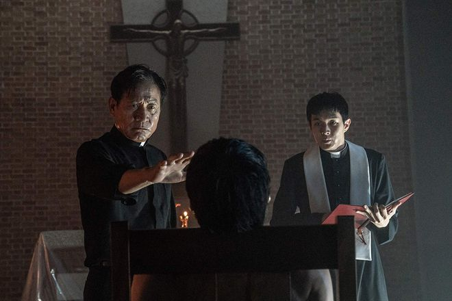 Ahn Sung-ki and Parasite's Choi Woo-sik in The Divine Fury