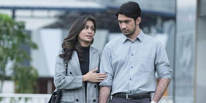 Raihaanun & Reza Rahadian as the power couple in Twivortiare (2019) based on the novel by Ika Natassa