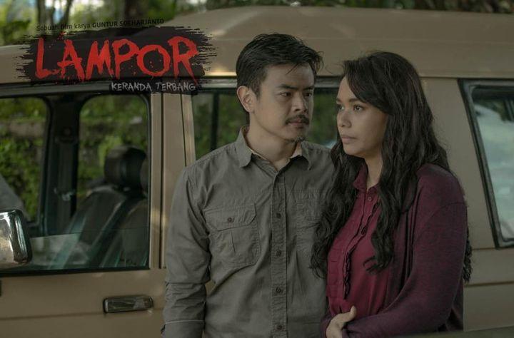 Lampor: Keranda Terbang (2019): Dion Wiyoko and Adinia Wirasti